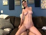 Amber Hahn emite follando con un amigo por la webcam