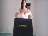 Sexo o catolicismo: Una dura elección para su hijastro