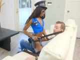 Los amigos le mandaron una stripper negra para que se la folle - Negras