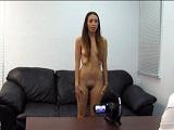A la jovencita le desvirgan el culo en un casting porno